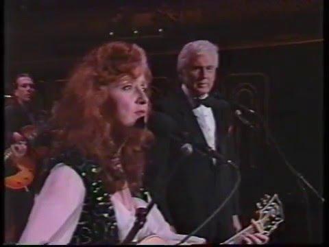 Bonnie Raitt with her dad John Raitt - I'm Blowing Away - Evening At Pops (1992)