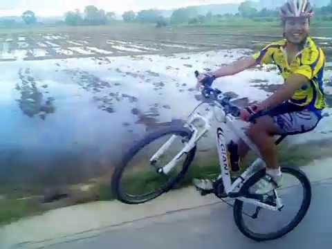 ยกล้อจักรยานเสือภูเขา