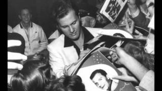 Watch Pat Boone Santa Claus Is Coming To Town video