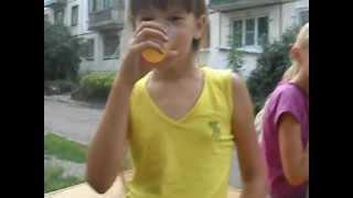 Сестра с Подругой Пьют Сомогон Со в кусом апельсина