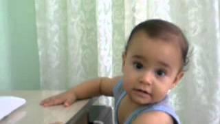 Gambar cover İlahi dinlerken kendinde geçen bebek