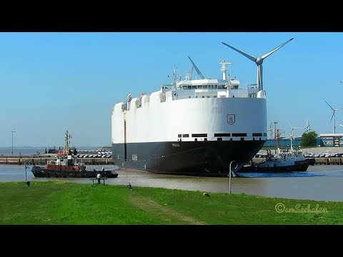 car carrier PAGLIA ZDNC2 IMO 9427940 inbound Emden Germany 3 tugs assist Autotransporter