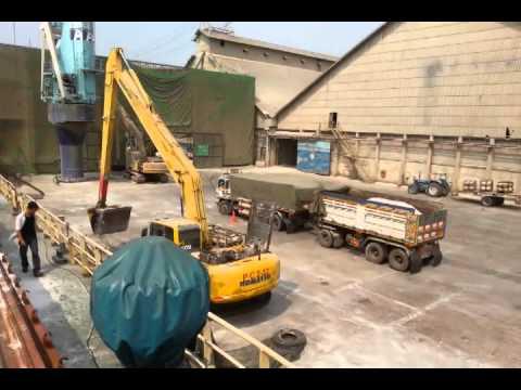 SCMarine - Discharging silica sand in bulk
