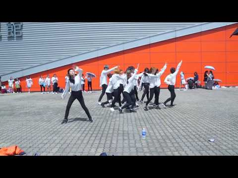 "[Flashmob 170812] SEVENTEEN (세븐틴) ""— Don't Wanna Cry (을고 십지 않아 ) in ""Diamond Edge"" in Hong Kong"