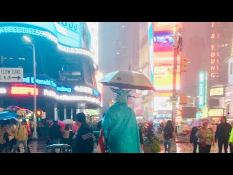 NEW YORK CITY 2018: CHRISTMAS RAIN in DECEMBER! [4K]