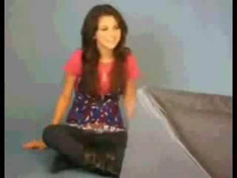 Selena Gomez singing Hannah Montana's Rockstar
