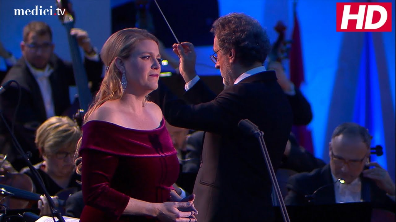 Opera News Soprano Erin Wall 44 An Imaginative Versatile Singing Actress Has Died