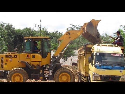 Wheel Loader SDLG LG 936L Loading Cassava In Truck Mitshubishi Canter Wheel Loader Working Video