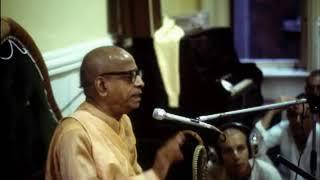 Prabhupada 0504 हमें श्रीमद भागवतम का सभी दृष्टिकोणों से अध्ययन करना होगा