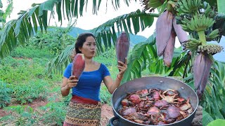 Women with rabbits found banana flowers with crabs for cook at river - Eating delicious