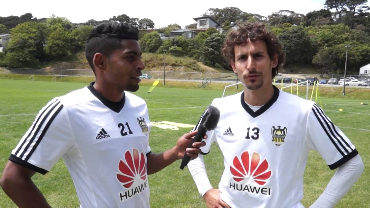 Wellington Phoenix in Auckland v Central Coast Mariners - YouTube