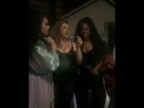 Gloria Groove IZA e Gina Garcia mãe da Gloria cantando Killing Me Softly With His Song  Acapella