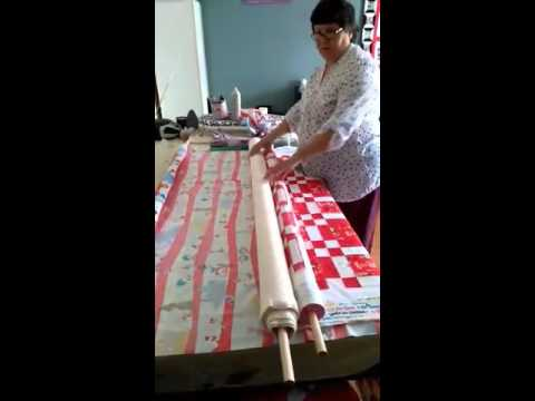 Easy quilt basting using the noodle method - YouTube