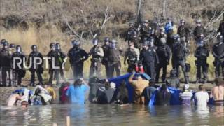 USA: Police fire on Dakota Pipeline protesters with teargas, rubber bullets
