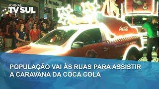 População vai às ruas para assistir a Caravana da Coca Cola