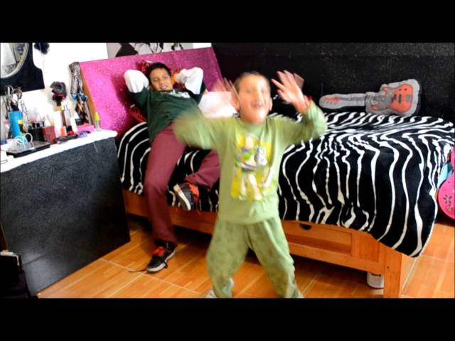 Harlem Shake  spiderman y batman con falda Travel Video