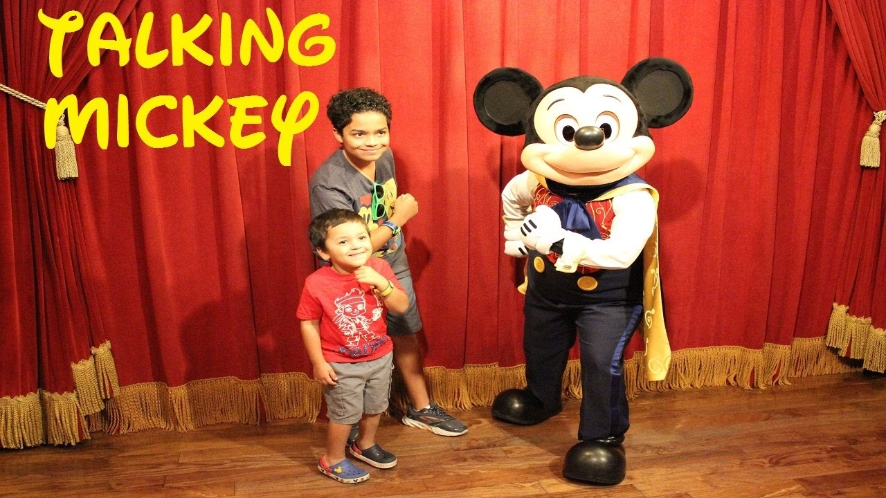 Talking mickey mouse meet and greet at disneys magic kingdom youtube m4hsunfo Images