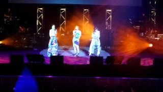 2015 05 03 S.H.E Forever Star @ 悉尼 - 愛我的資格+大合唱
