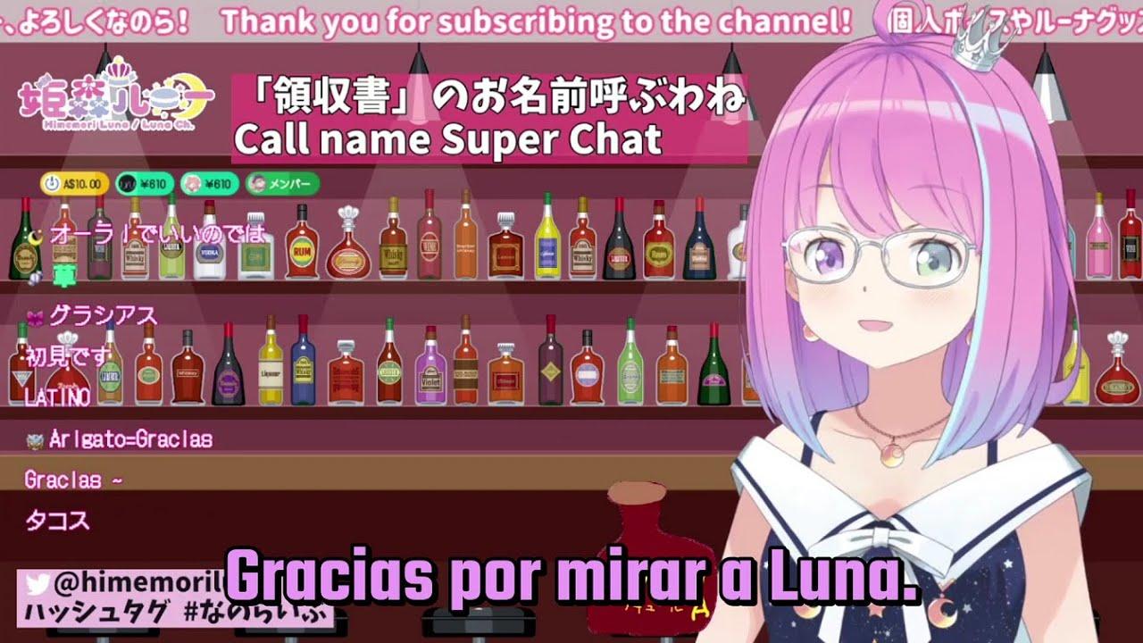 Luna lee la donación de un fan mexicano.
