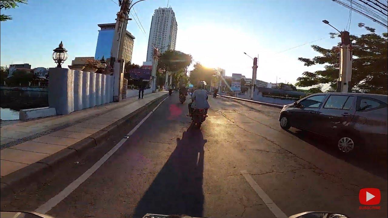 Suasana Kota Surabaya Di Seputaran Delta Plaza Sore Hari