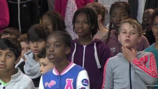 Education : 244 enfants sur scène avec des artistes