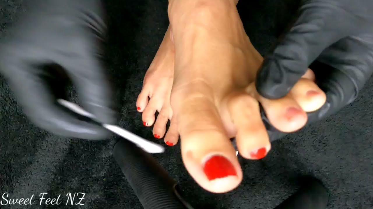 Nail Polish Removal and Foot Massage
