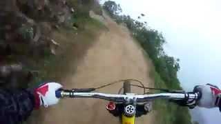 Спуск с горы на велосипеде с крепкими нервами(, 2012-05-09T18:13:15.000Z)