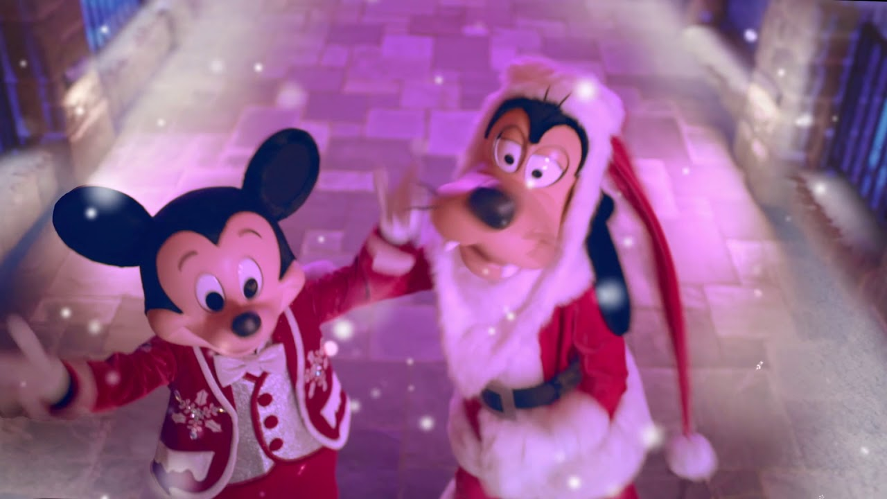 The most authentic Christmas celebration ever at Hong Kong Disneyland Resort (Mickey version)