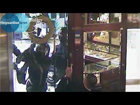 Norwich gang raids jewellery shop in broad daylight