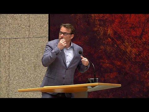 شاهد: رجل يحاول الانتحار في البرلمان الهولندي لإيقاظ السياسيين  - نشر قبل 19 دقيقة
