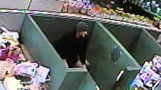 Man Steals Puppy from Pet Store in Shakopee(, 2013-03-04T22:47:15.000Z)