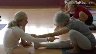 Marichyasana 1/Bakasana with Carrie Owerko (Iyengar Yoga Principles #5)