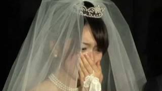 ウエディングドレス姿で涙を流すエントリーNo.5高見侑里.