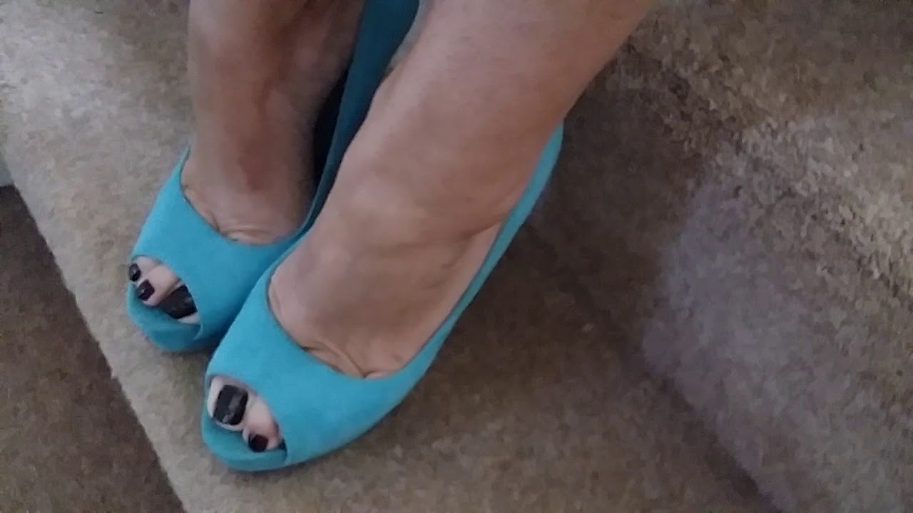 MATURE BARE FEET IN PLATFORM PEEP TOE SHOES.PART ONE
