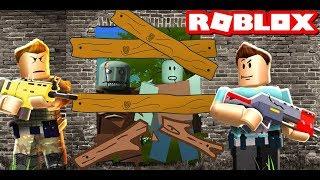 На нас напали роблокс зомби Обороняемся вместе с Roblox Games TV от roblox zombie Funny Games TV