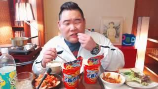 삼양라면2개+제육쌈+김치+밥 푸우의 아침먹방 ^____…
