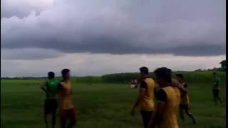 ফুটবল খেলার মধ্যে মারামারি