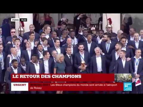 La MARSEILLAISE entonnée par l'équipe de France de football