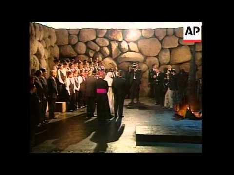 ISRAEL: JERUSALEM: POPE JOHN PAUL II VISIT WRAP (2)