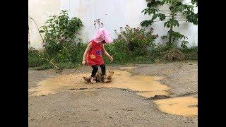 Sofia Peppa na poça de lama