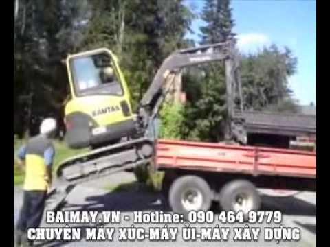 Đưa máy xúc lên xe tải.