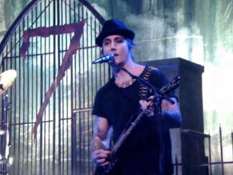Avenged Sevenfold - Danger Line - Nightmare After Christmas - Moline, IL 2/1�
