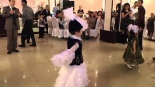 казахский детский танец на свадьбе.