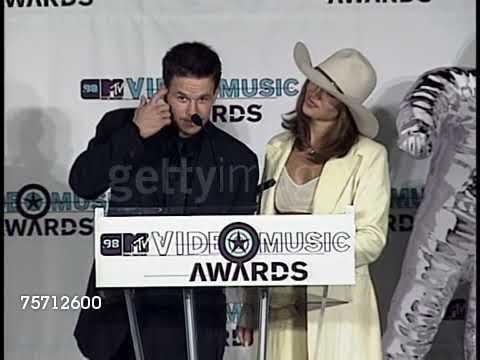 1998 Jennifer Lopez & Mark Walburg Flirt VMA'S Press Room