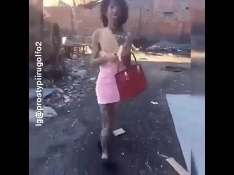 Vestida De Color De Rosa