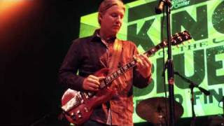 "Derek Trucks Performing ""Soul Serenade"" at Guitar Center"