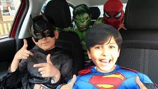 Süper Kahramanlar arabada dans ediyorlar ! Superheroes Surprise Sado With Dancing Car!