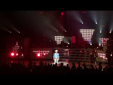 Justin Moore LIVE 10/27/17 If heaven wasn't so far away, He starts with America The Beautiful