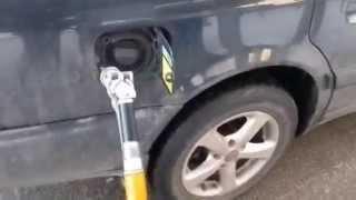 Как правильно заправить автомобиль газом  учимся заправлять сами  LPG(Зарабатывай с партнеркой еще больше. Моя партнерская ссылка для подключения: http://join.air.io/my_partnership Я на Facebooc.com..., 2015-06-26T11:54:53.000Z)