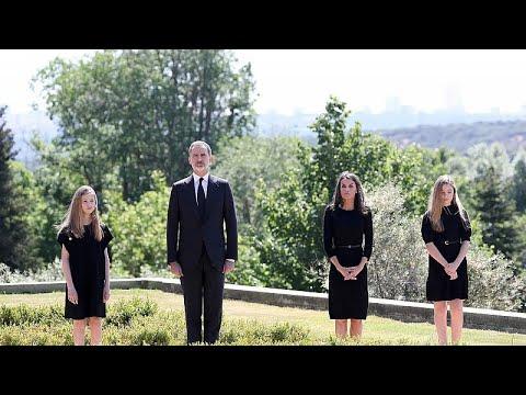شاهد.. ملك إسبانيا وعائلته يقفون دقيقة صمت حدادا على أرواح ضحايا فيروس كورونا…  - نشر قبل 17 ساعة
